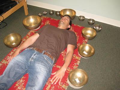 Gyógyítás tibeti hangtállal - egy változat. Fotó: coombebankhouse.com